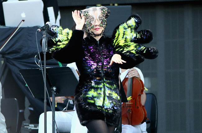 gov-ball-2015-day-2-bjork-3-billboard-650